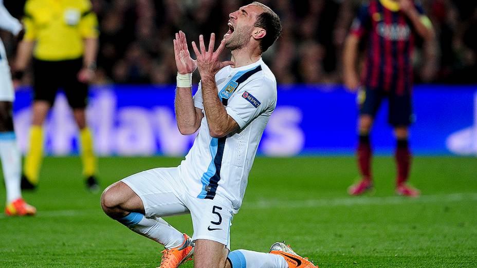 O argentino Zabaleta foi expulso no jogo desta quarta
