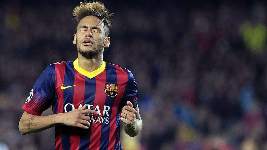 Neymar lamenta chance perdida na vitória de 2 a 1 do Barcelona sobre o Manchester City, na partida válida pelas oitavas de final da Liga dos Campeões