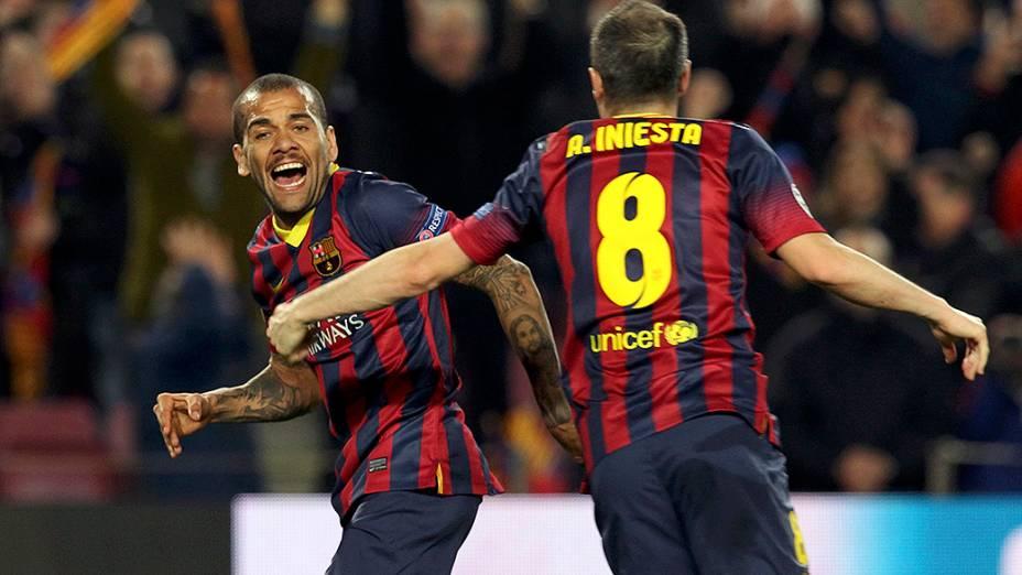 Daniel Alves marcou o segundo gol na vitória por 2 a 1 do Barcelona sobre o Manchester City, na partida válida pelas oitavas de final da Liga dos Campeões
