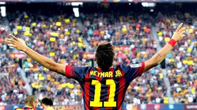 Neymar comemora gol após marcar contra o Real Madri, pelo campeonato espanhol no estádio Camp Nou, em Barcelona'