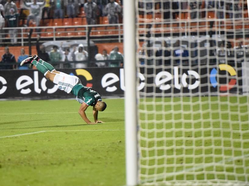Vitor Hugo comemora o terceiro gol do Palmeiras contra o Grêmio, no Allianz Parque, em São Paulo