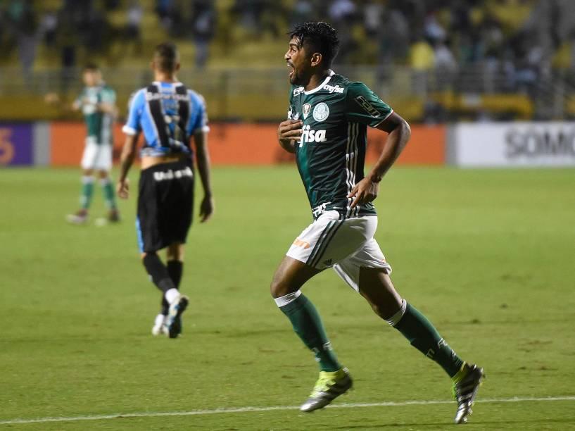Thiago Santos comemora o quarto gol do Palmeiras contra o Grêmio, no Allianz Parque, em São Paulo