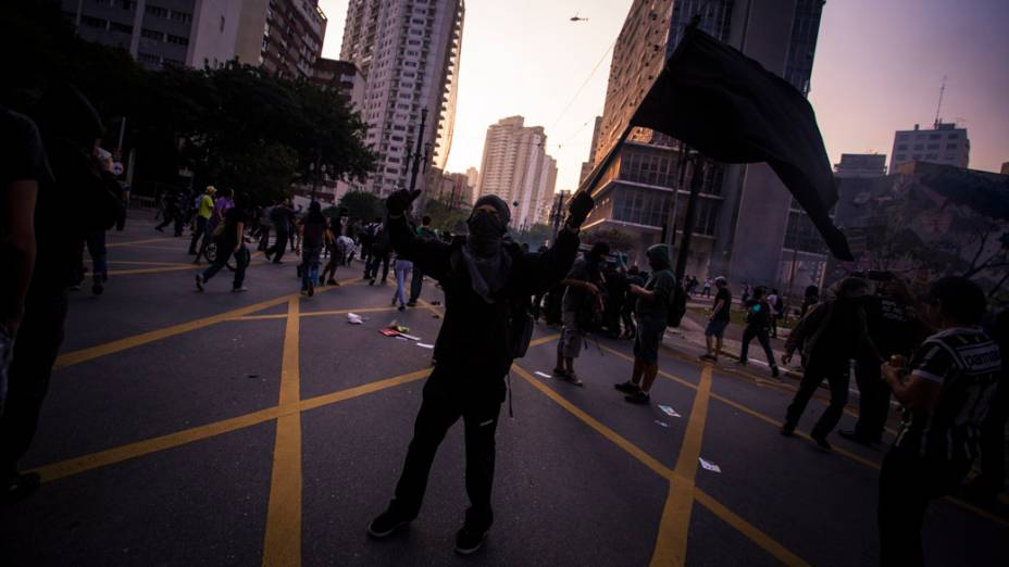 São Paulo - Integrantes do Black Bloc durante manifestação no centro da cidade