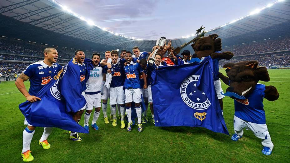 Jogadores do Cruzeiro após vitória contra o Grêmio, no Mineirão, que praticamente selou a conquista do Brasileirão