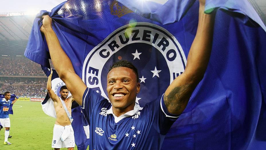 Julio Baptista do Cruzeiro após vitória contra o Grêmio, no Mineirão, que praticamente selou a conquista do Brasileirão