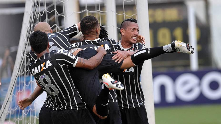 Jogadores do Corinthians comemoram o gol de empate marcado por Danilo na final do Campeonato Paulista contra o Santos