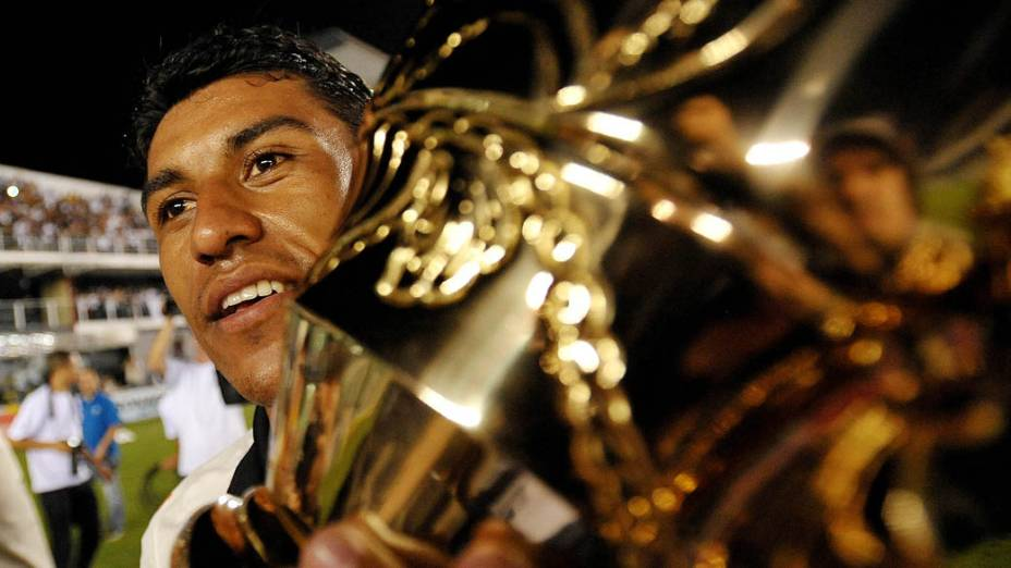 Paulinho do Corinthians comemora a conquista do Campeonato Paulista