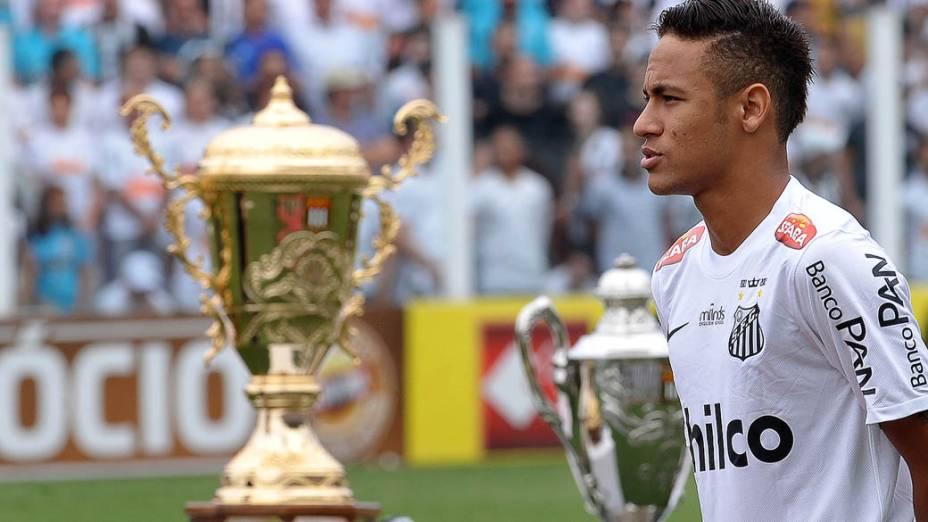 Neymar antes da partida contra o Corinthians, válida pela final do Campeonato Paulista 2013