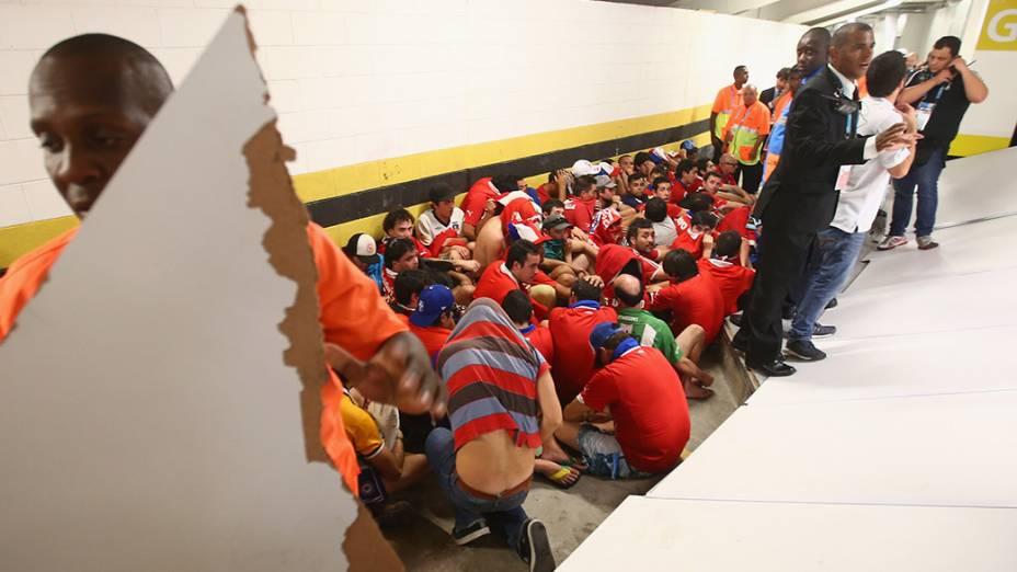 Torcedores chilenos são presos após confusão no centro de imprensa do Maracanã