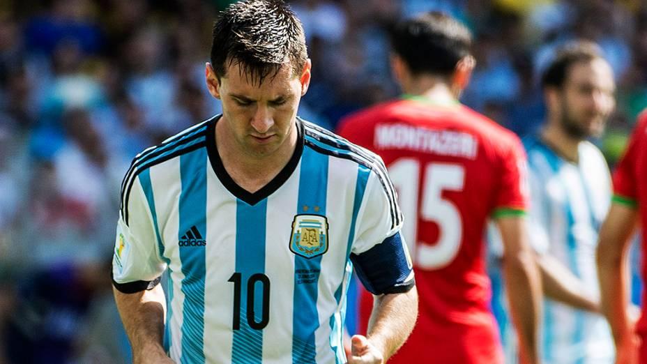 O argentino Messi lamenta gol perdido no jogo contra o Irã no Mineirão, em Belo Horizonte