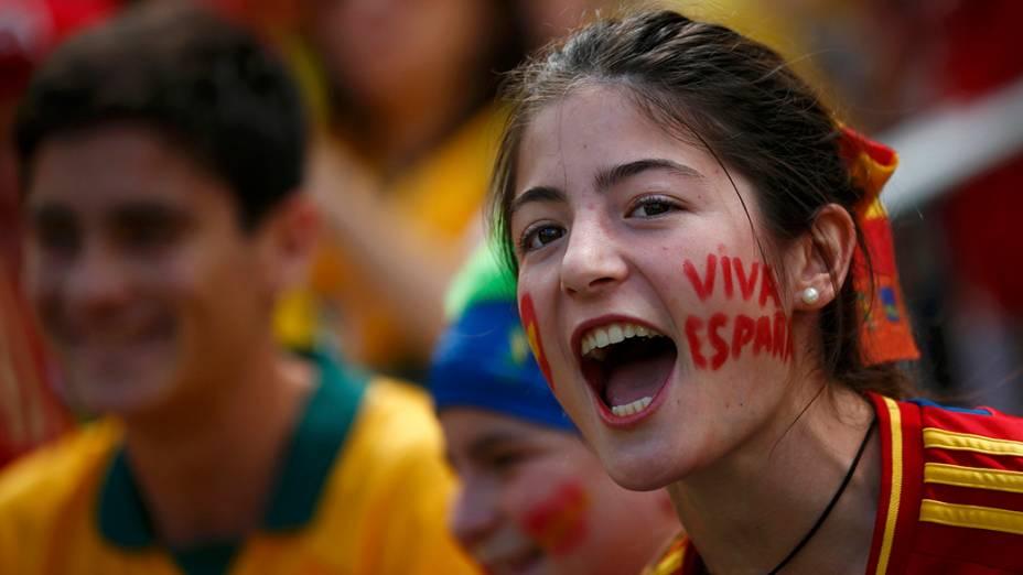 Torcedores chegam para a partida entre Austrália e Espanha, na arena Baixada, em Curitiba