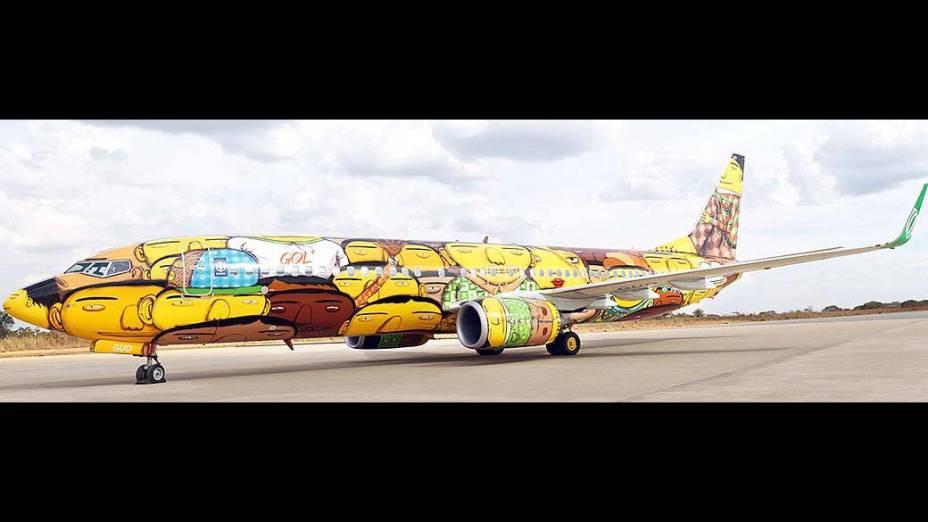 O avião da seleção brasileira da Copa de 2014ganha grafite de 'Os Gêmeos'