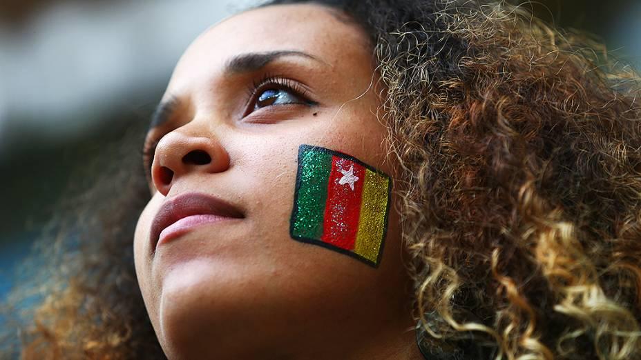 Bela torcedora camaronesa na partida contra o Brasil, no estádio Mané Garrincha, em Brasíilia