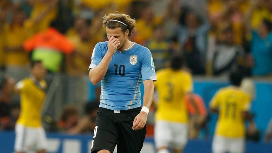 O uruguaioForlán lamenta gol da Colômbia no Maracanã, no Rio