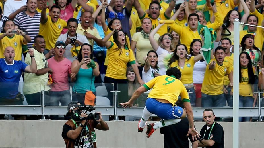 Jogador Fred comemora gol contra o Uruguai, pela Copa das Confederações, em Belo Horizonte