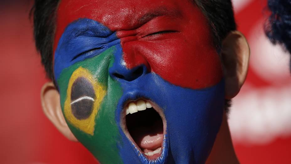 Torcedores chegam para a partida entre Coréia do Sul e Argélia, no estádio Beira Rio, em Porto Alegre