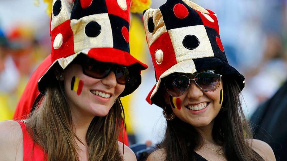 Torcedoras da Bélgica chegam no Itaquerão para o jogo contra a Coreia do Sul, em São Paulo