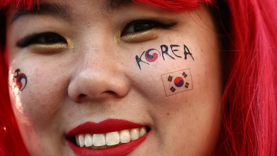 Torcedora da Coreia do Sul durante o jogo contra a Bélgica no Itaquerão, em São Paulo