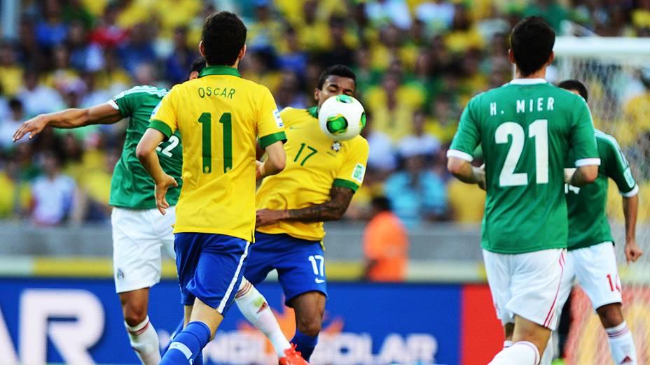 Dividida durante partida entre Brasil e México, pela Copa das Confederações, nesta quarta-feira (19), em Fortaleza