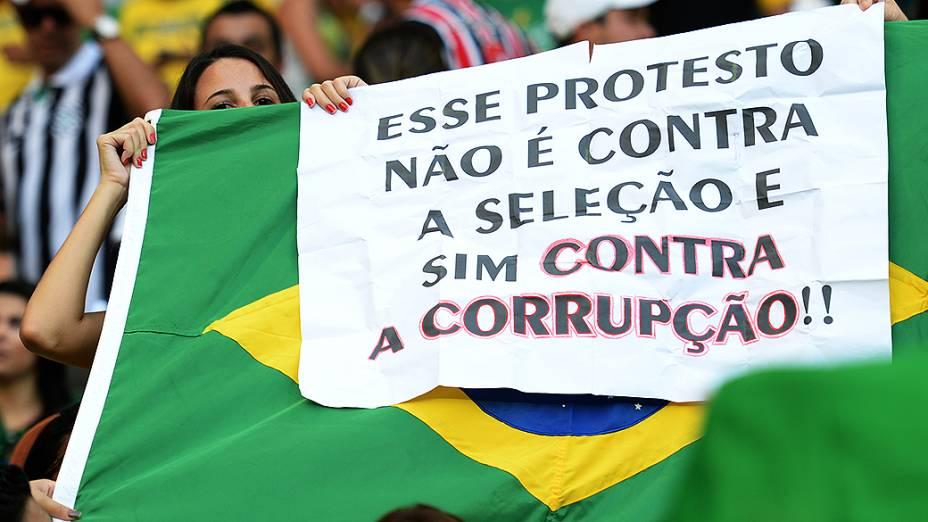 Cartaz no Estádio Castelão durante a Copa das Confederações