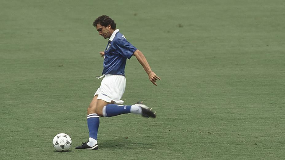 Branco, do Brasil na vitória por 3 a 2 do Brasil sobre a Holanda, válida pela Copa do Mundo de 1994, no Estádio de Cotton Bowl, em Dallas