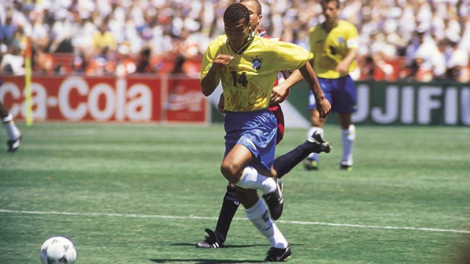 Cafu, durante jogo contra os Estados Unidos na Copa do Mundo de 1994, no Estádio de Stanford