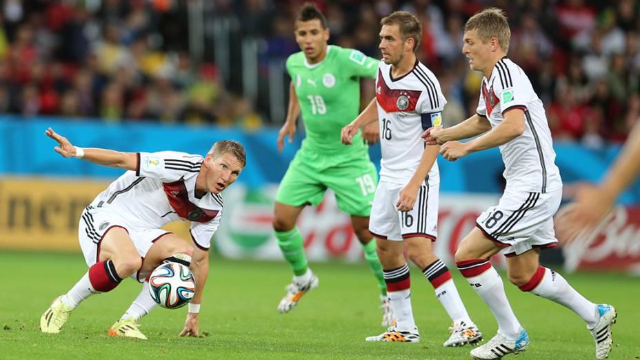 Alemanha é pressionada pela Argélia no primeiro tempo no Beira-Rio, em Porto Alegre