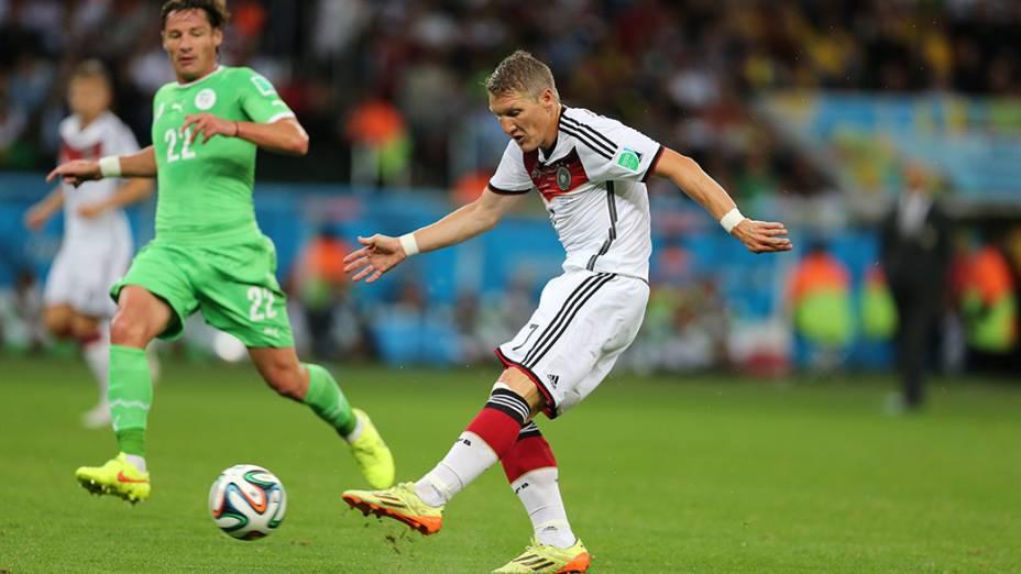 O alemão Schweinsteiger durante jogo contra a Argélia no Beira-Rio, em Porto Alegre