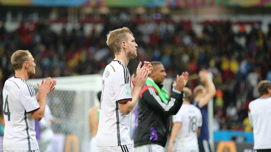 Jogadores da Alemanha comemoram vitória na prorrogação sobre a Argélia no Beira-Rio, em Porto Alegre