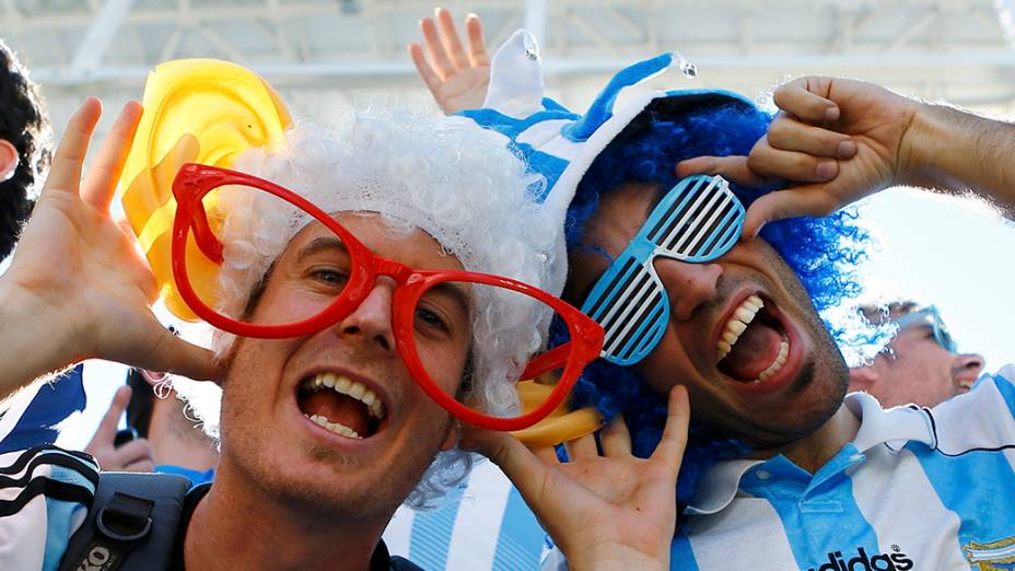 Torcedores chegam para acompanhar partida entre Suíça e Argentina, no Estádio Itaquera, em São Paulo