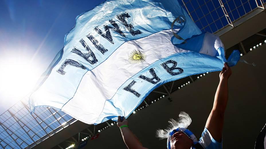Torcida argentina aguarda o início do jogo contra a Suiça no Itaquerão, em São Paulo