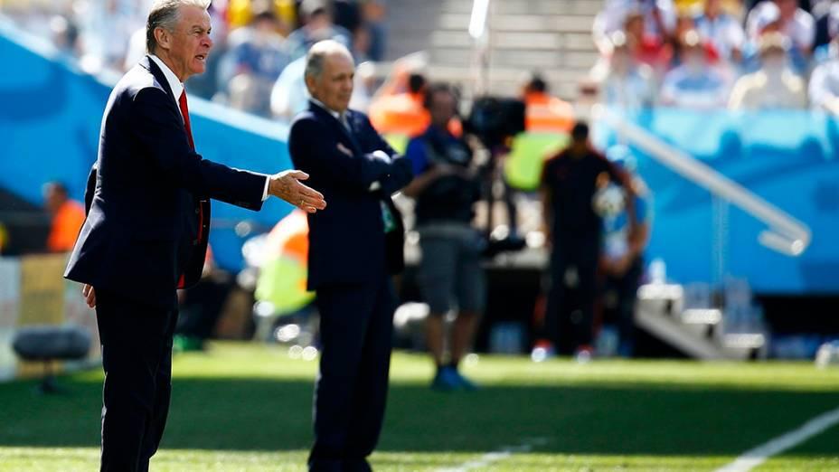 Os técnicos Ottmar Hitzfeld, da Suíça, e Alejandro Sabella, da Argentina, no Itaquerão em São Paulo