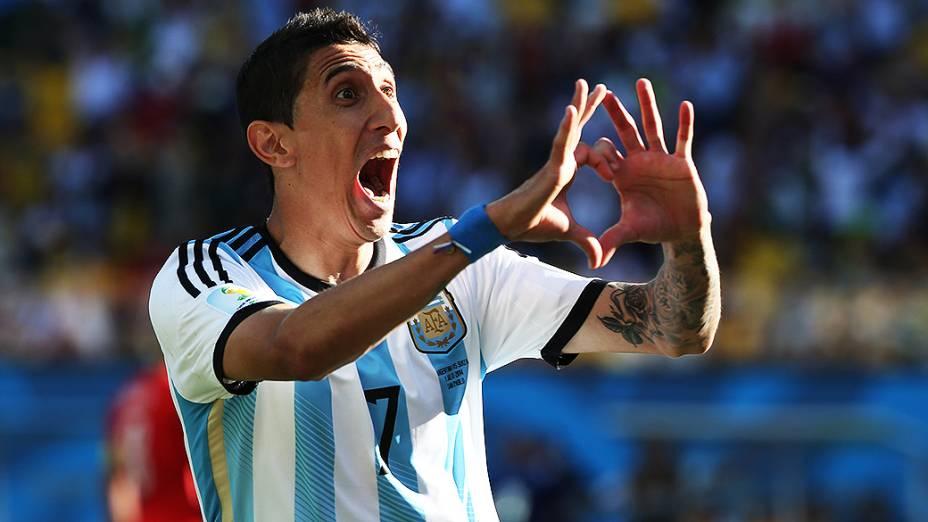 Di Maria comemora gol da Argentina no final do segundo tempo da prorrogação contra a Suíça