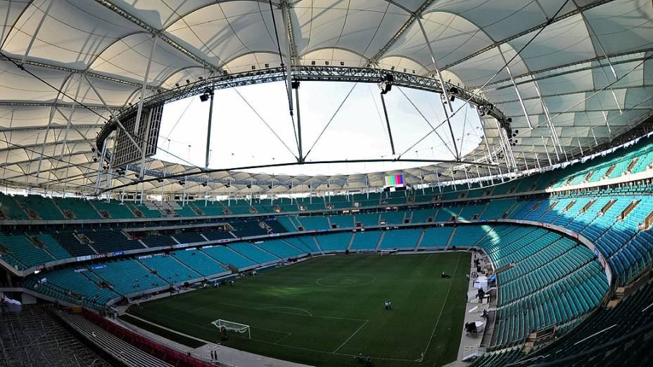 Arena Fonte Nova, na Bahia, recebendo os últimos ajustes antes da inauguração