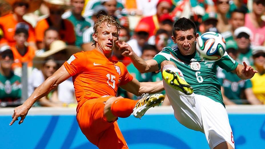 Lance no jogo entre Holanda e México no Castelão, em Fortaleza