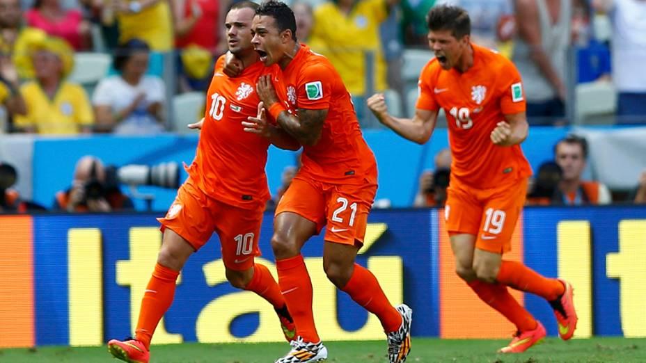 Jogadores da Holanda comemoram gol contra o México no Castelão, em Fortaleza