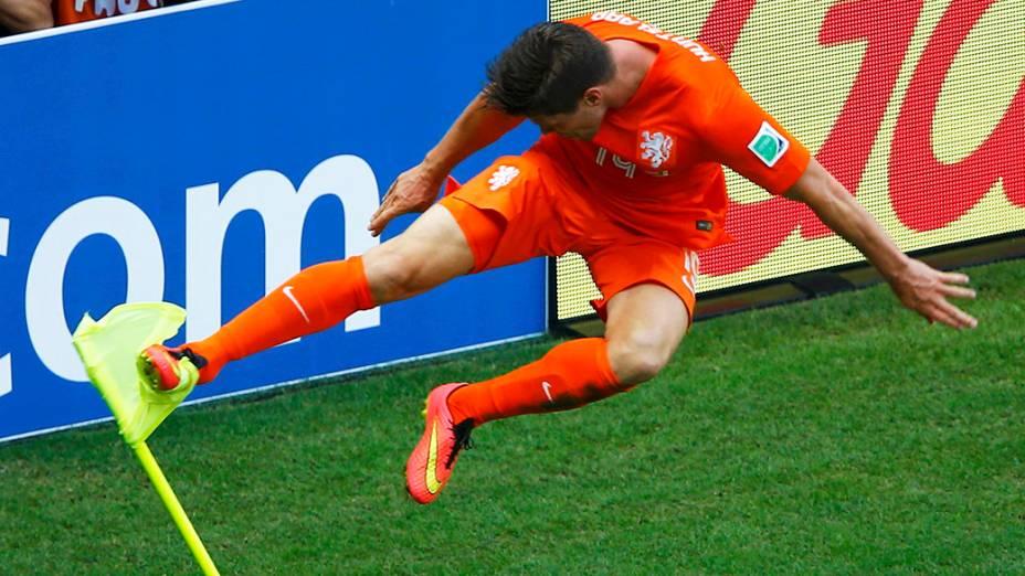 O holandês Huntelaar comemora gol de virada nos acréscimos contra o México no Castelão, em Fortaleza