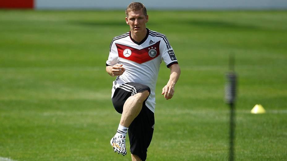 Schweinsteiger faz trabalho de aquecimento durante uma sessão de treinamento da seleção alemã em St. Leonhard, norte da Itália
