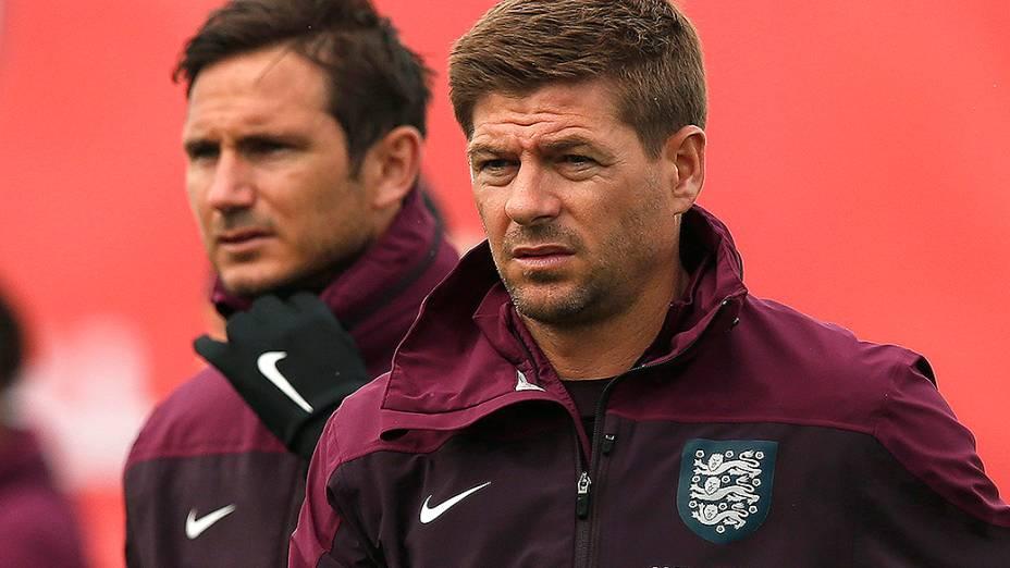 Steven Gerrard e Frank Lampard durante preparação da seleção inglesa para a Copa do Mundo no centro de treinamento St Georges Park, em Burton-upon-Trent