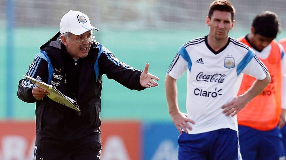 Técnico Alejandro Sabella orienta preparação da equipe para a Copa do Mundo nas instalações da Associação de Futebol da Argentina (AFA), em Ezeiza, Buenos Aires