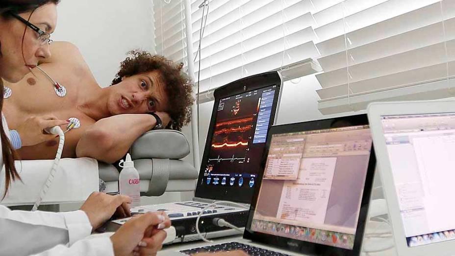 Jogadores passam por exames médicos na Granja Comary