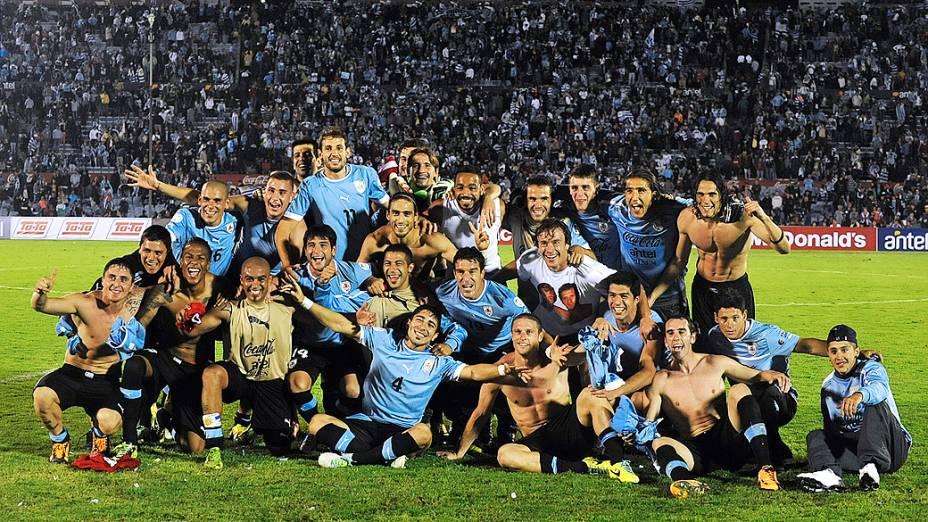 Uruguai empata com a Jordânia em casa e garante vaga para a Copa do Mundo 2014