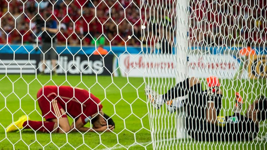 Jogador da Espanha lamenta gol perdido no jogo contra o Chile no Maracanã, no Rio