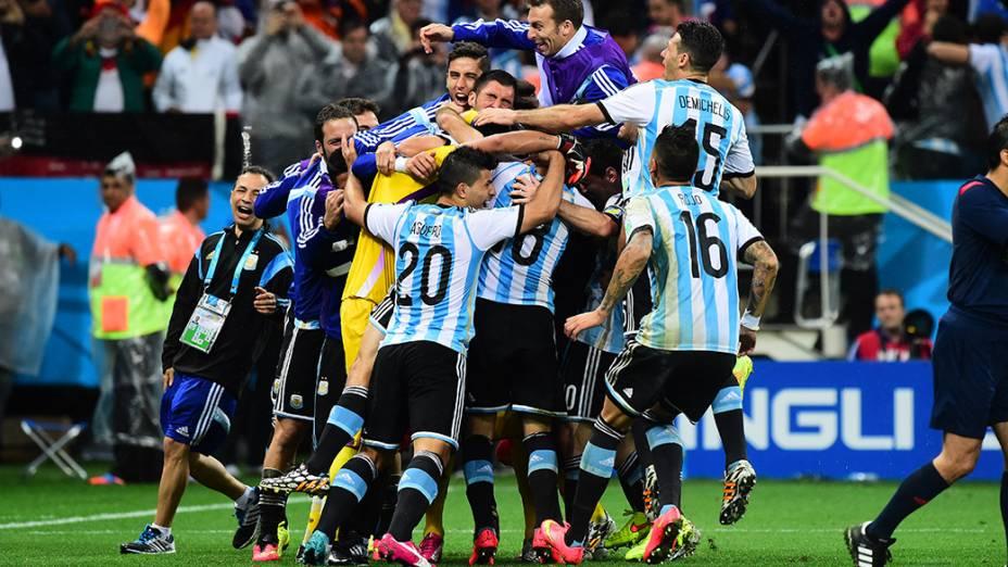 Jogadores da Argentina comemoram classificação para a final da Copa do Mundo após vencer a Holanda, no Itaquerão em São Paulo