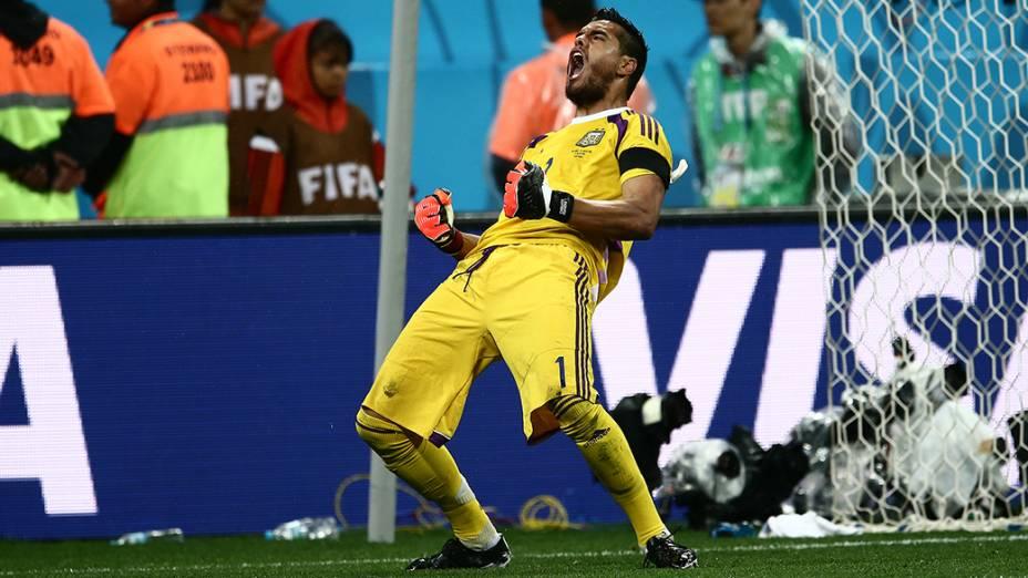 O goleiro Romero comemora defesa de pênalti no jogo contra a Holanda, no Itaquerão em São Paulo