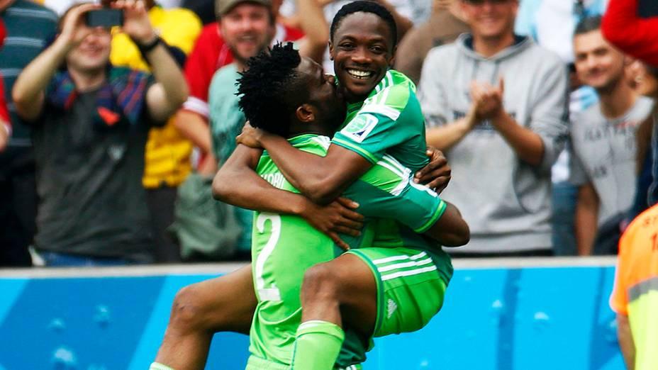 Jogadores da Nigéria comemoram gol de empate contra a Argentina no Beira Rio, em Porto Alegre