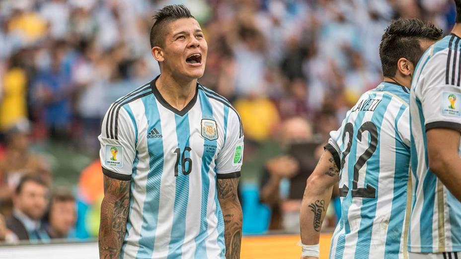 Marcos Rojo comemora o terceiro gol da Argentina contra a Nigéria no Beira Rio, em Porto Alegre