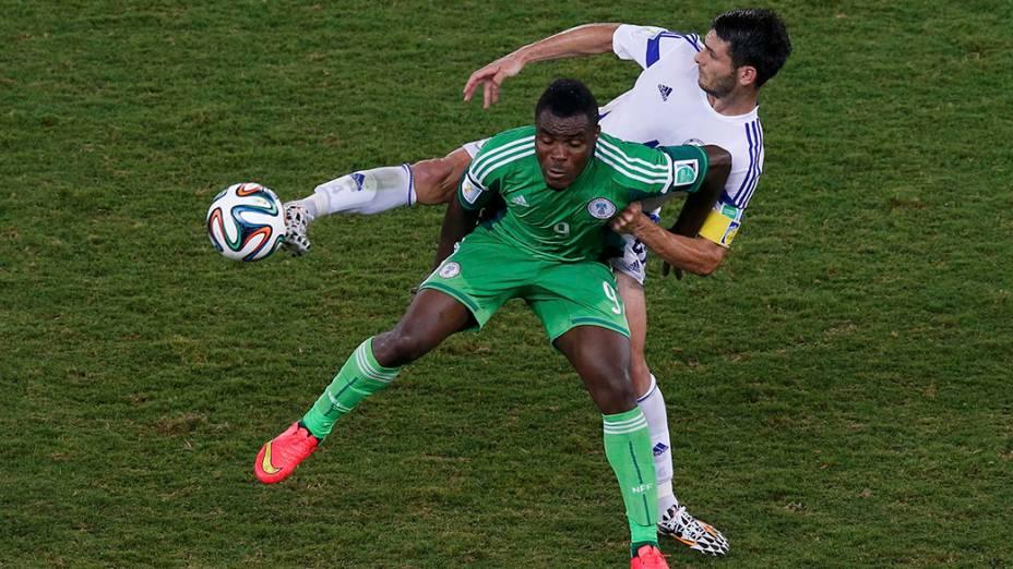 Lance no jogo entre Nigéria e Bósnia na Arena Pantanal, em Cuiabá
