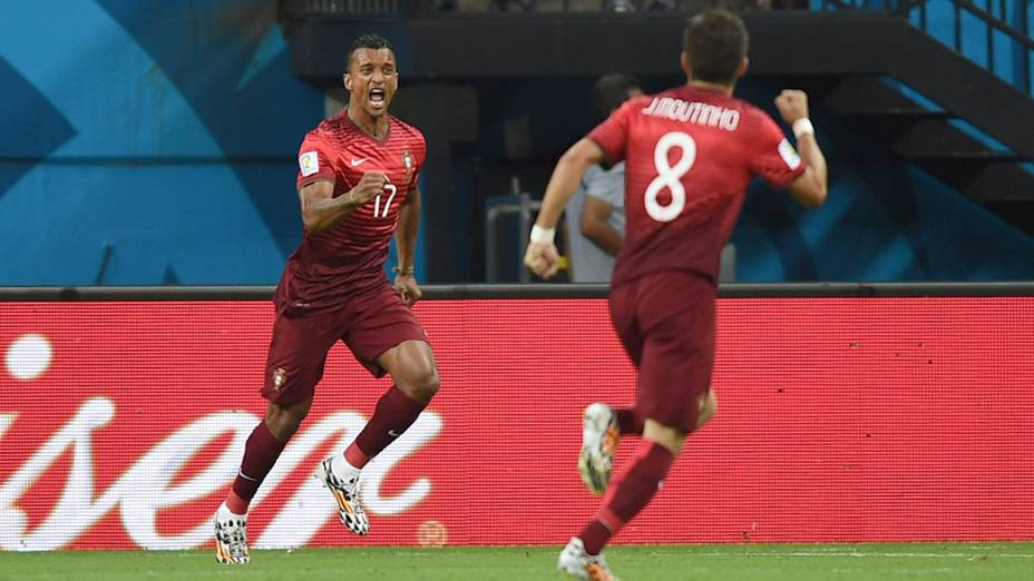Seleção Portuguesa comemora gol contra os Estados Unidos durante partida na arena Amazônia, em Manaus