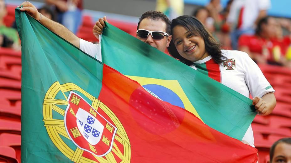 Torcedores chegam para acompanhar a partida entre Portugal e Gana, no estádio Mané Garrincha, em Brasília